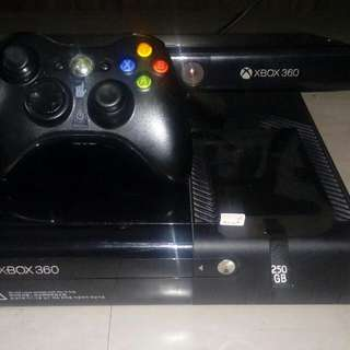 Xbox 360 With Kinect And Hard Drive