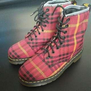 Sepatu dr martens
