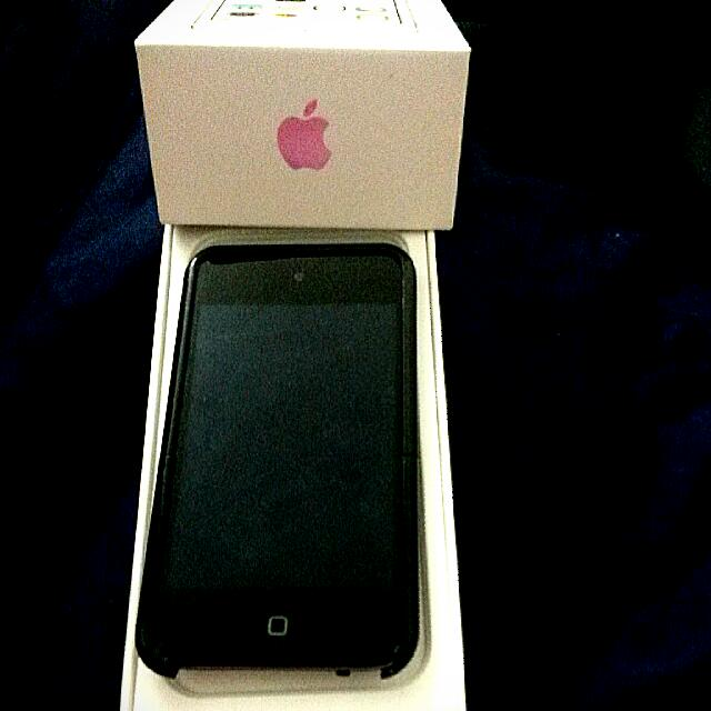 Apple iPod Touch 16Gb 4th Generation (Black)