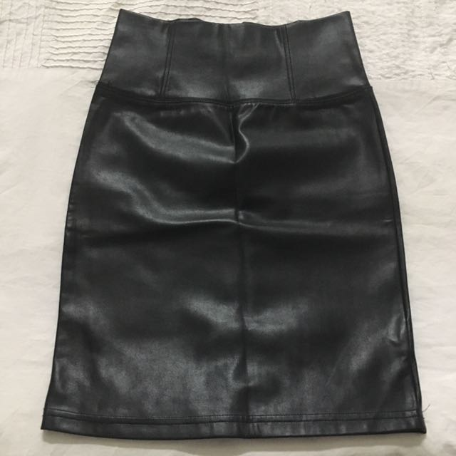 Aritzia Wilfred Mini Leather Skirt