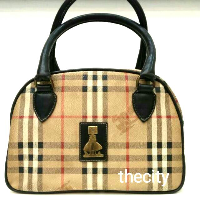 f4adb0acfe83 AUTHENTIC BURBERRY TOTE BAG - IN SIGNATURE CHECKER PATTERN DESIGN ...