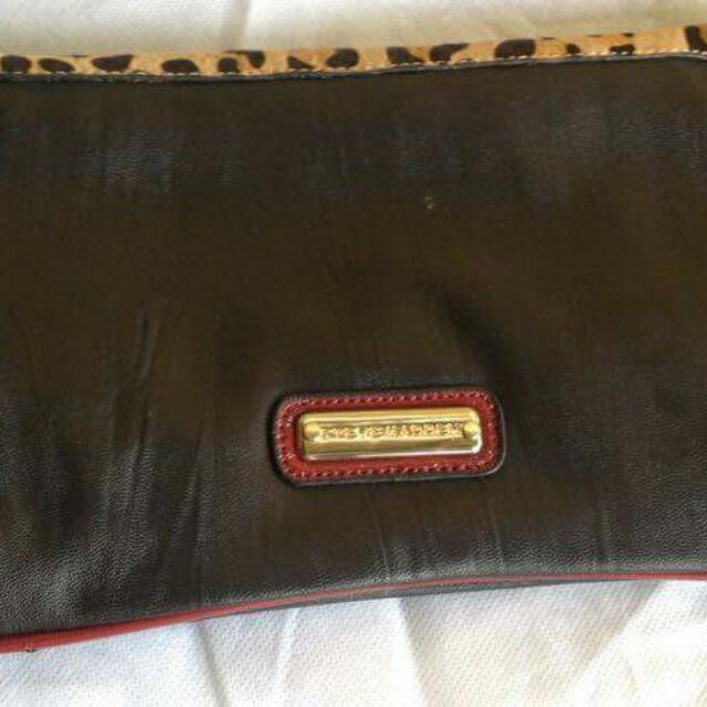 Authentic Steve Madden pouch bag length: 14 inc width: 2.5 cm height: 17 cm