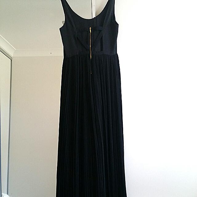 Black Pleated maxi Dress Forever New