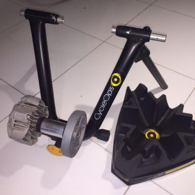 Cycleops Fluid 2 Kijiji: CycleOps Fluid 2 Trainer With Riser Block, Bicycles & PMDs
