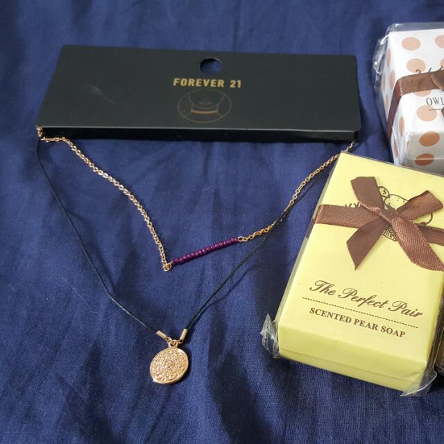 F21 項鍊+盒裝小香皂兩個