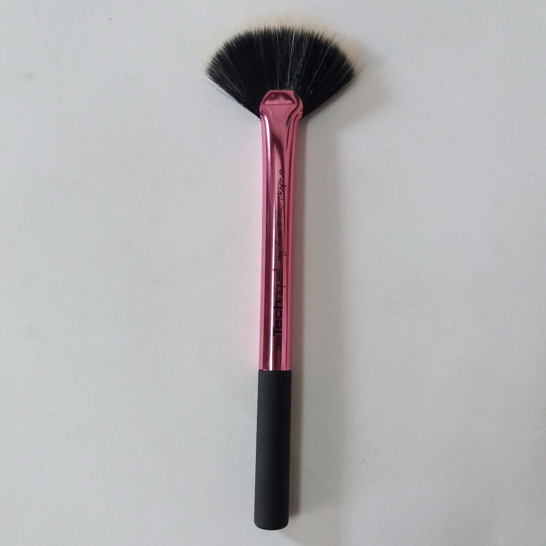 New / Never Used Fan Brush Real Technique Collector Limited Edition 100% ORI Free Ongkir Jabodetabek