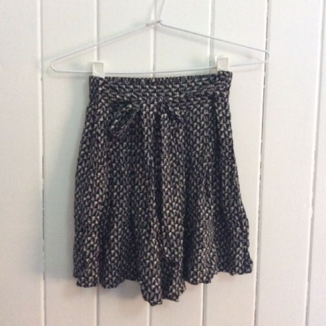 Geo Pattern Loose Flowing Shorts With Tie