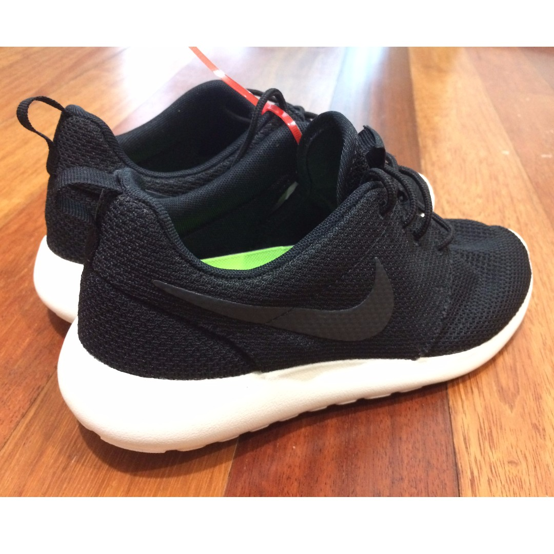 aa25e44224ac ireland nike roshe run mens fashion footwear on carousell 53cc7 a873c