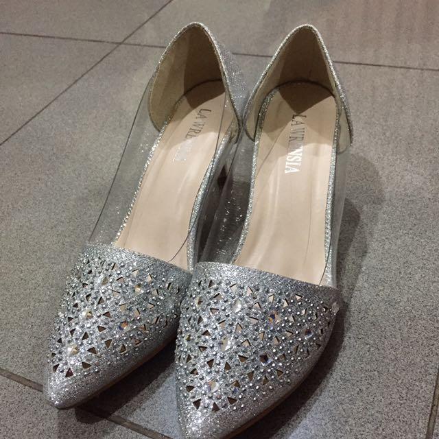 Sepatu Cinderella Lawrensia