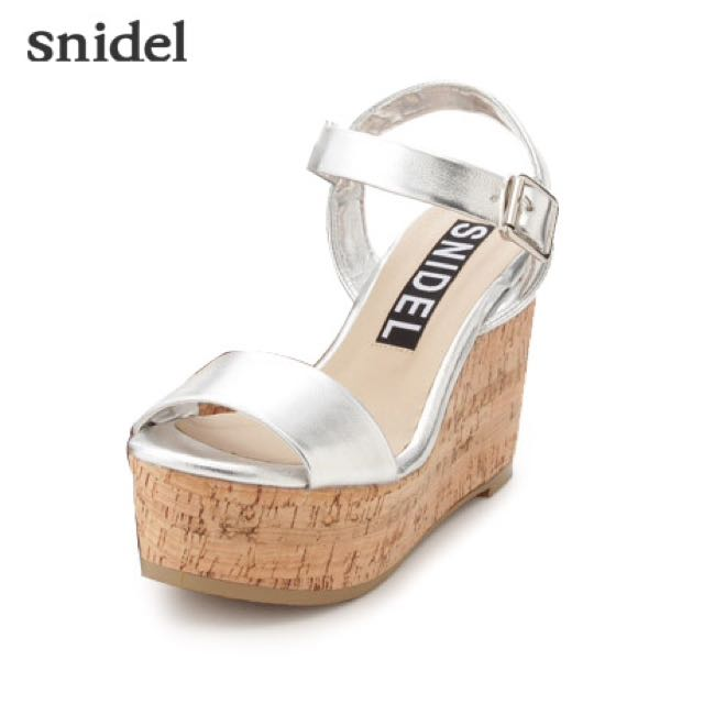 Snidel 白色厚底涼鞋