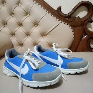 Sepatu NIKE  38