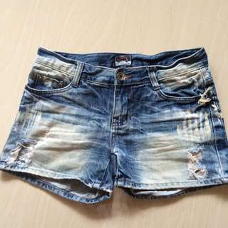 Hot Pants Ripped Jeans