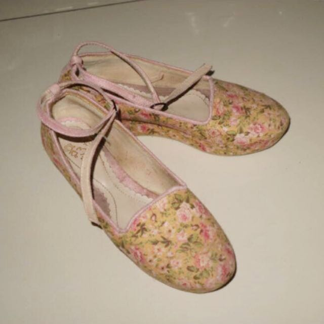 #Bersihkanlemari 13thshoes Floral Platform