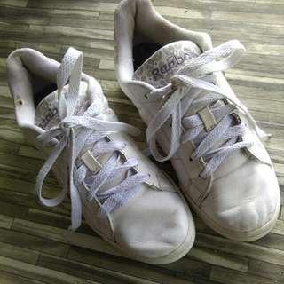 Sepatu Reebok Putih