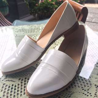 Cut-out Loafers White
