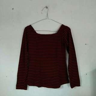 Baju Garis Merah