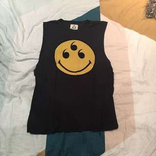 UNIF SMILEY FACE MUSCLE TEE