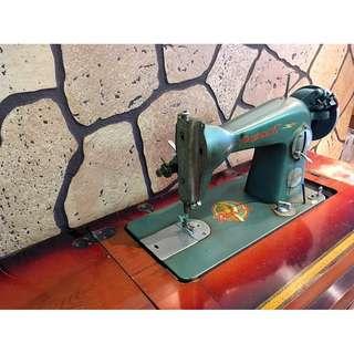 50 年代嫁妝 - Parrot 舊式腳踏縫紉機(含原木桌子、抽屜內的縫紉材料包)