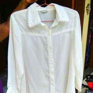 white t shirt size m