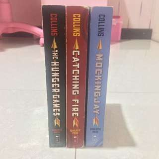 Hunger Games Trilogy by Suzanne Collins (Inggris)