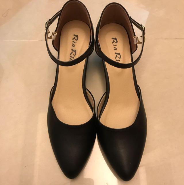 黑色禮服跟鞋