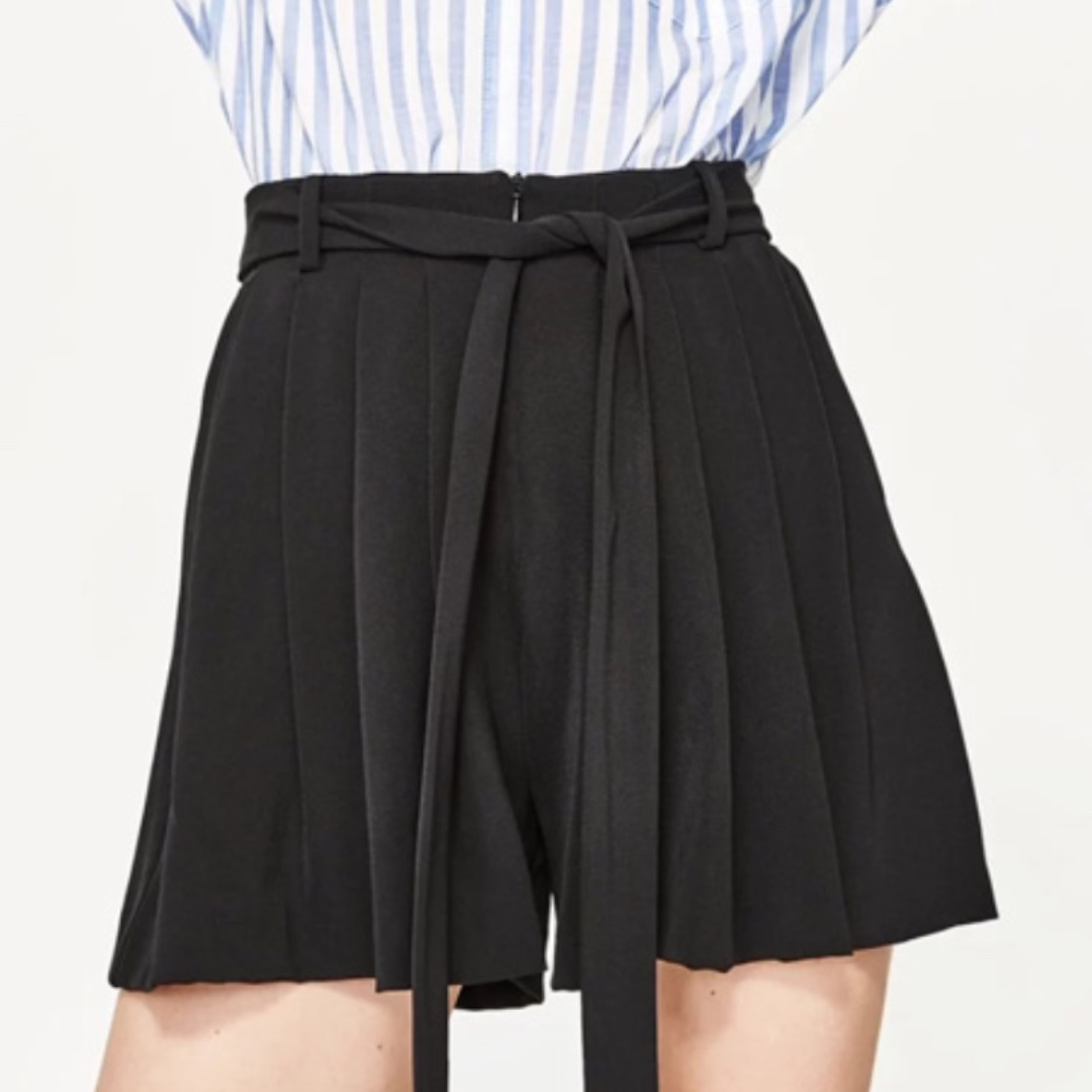 Black Pleated Wide-Leg Shorts