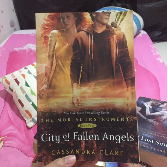 City of Fallen Angels by Cassandra Clare (Book 4)(Inggris)