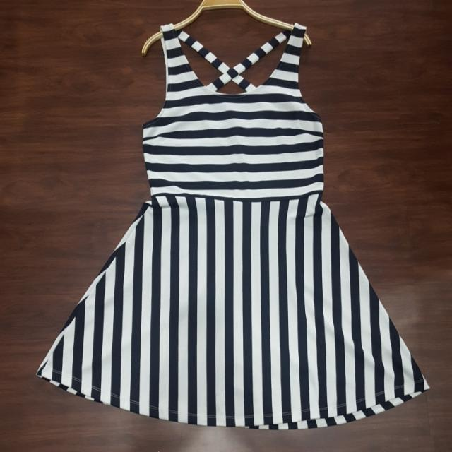 H&M casual Dress (Striped Navy) Size M