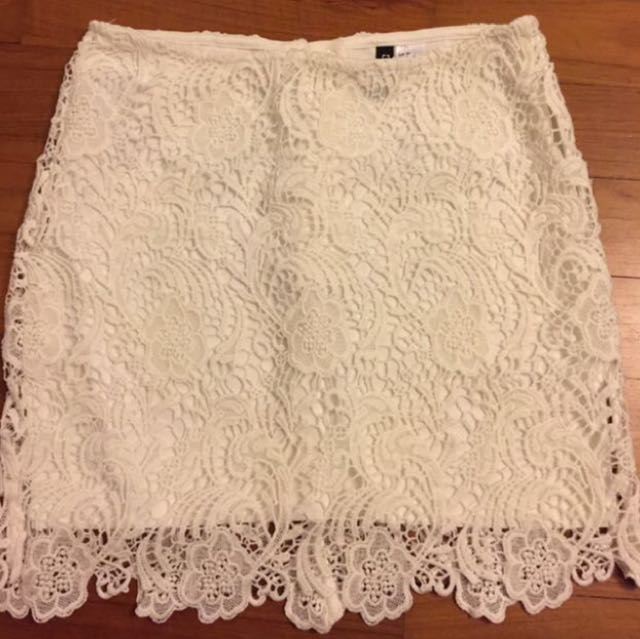 📌Fast Deal H&M White Crochet/Lace Skirt