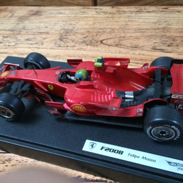 Hot Wheels F1 Ferrari F2008 Felipe Massa Skala 1:18