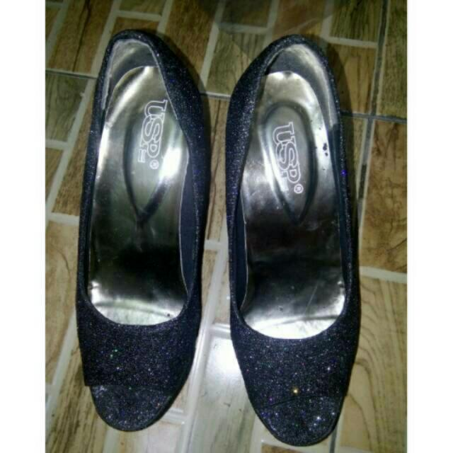 Sepatu Heels Abu-Abu