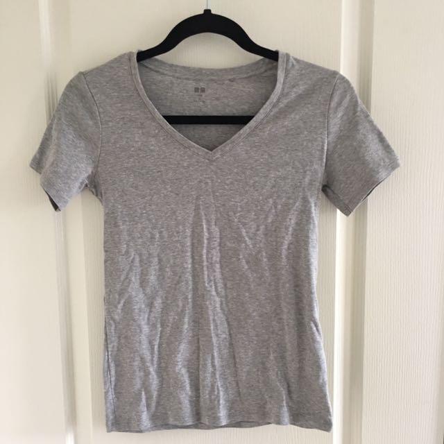 Uniqlo Basic Grey V-neck t-shirt/tshirt/tee/shirt