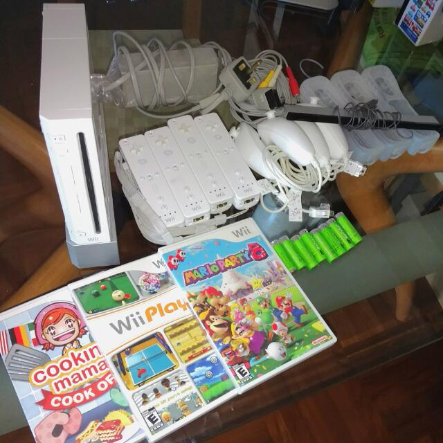 Wii 美版 連2手掣+3遊戲 白色 送充電 Nintendo