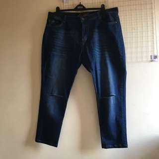 BN Knee Ripped Jeans