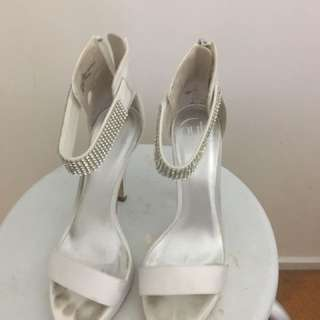 White Pulp Heel With Jewelled Band