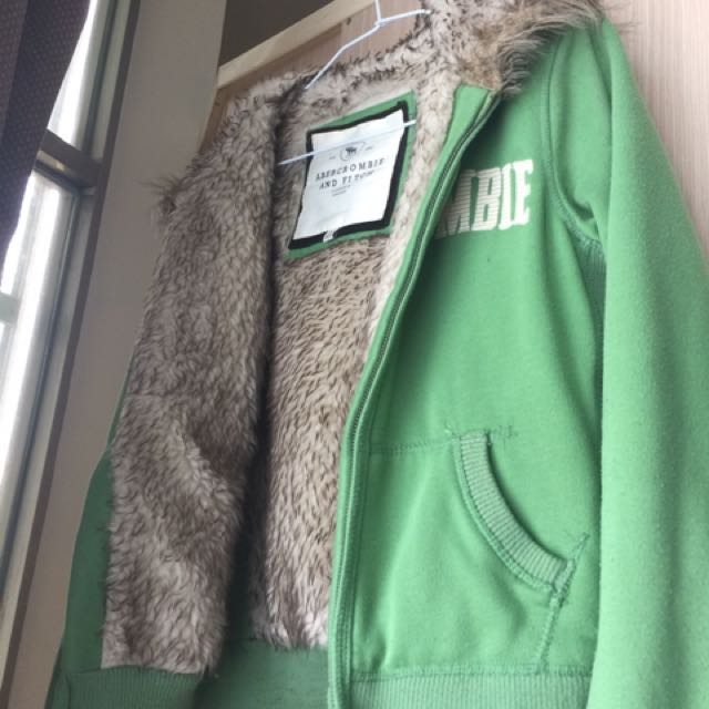 A&F 綠色毛毛外套 (已降價)