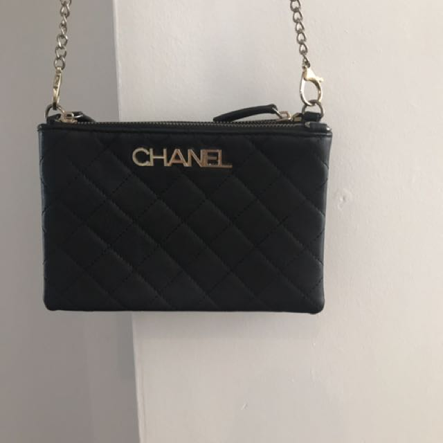 BLACK AND GOLD CHAIN BAG