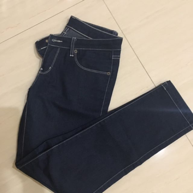 Celana jeans biru tua ukuran 27-28