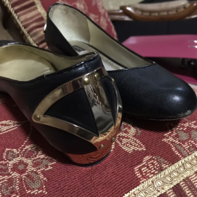 Flat Shoes Branded (mimco)