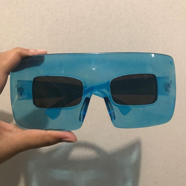 Kaca Mata Iseng Biru