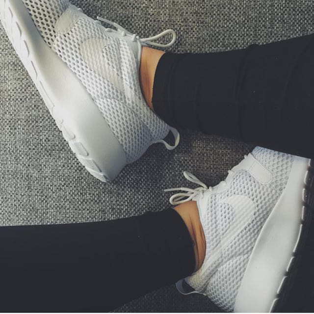 NIKE ROSHE - ALL WHITE