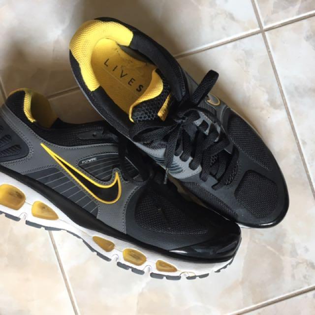 Nike x LIVESTRONG