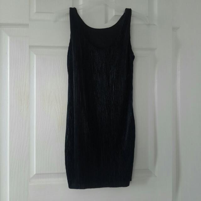 SALE- 80 pleated sleeveless black dress