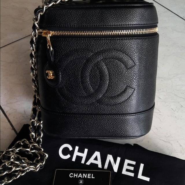 e043c7ab454 Preloved Chanel Vintage Bucket Bag, Luxury, Bags & Wallets on Carousell