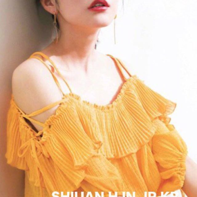 Shiuan H. in JP 2017 6月日本夏季新款SNIDEL吊帶露肩百褶性感上衣