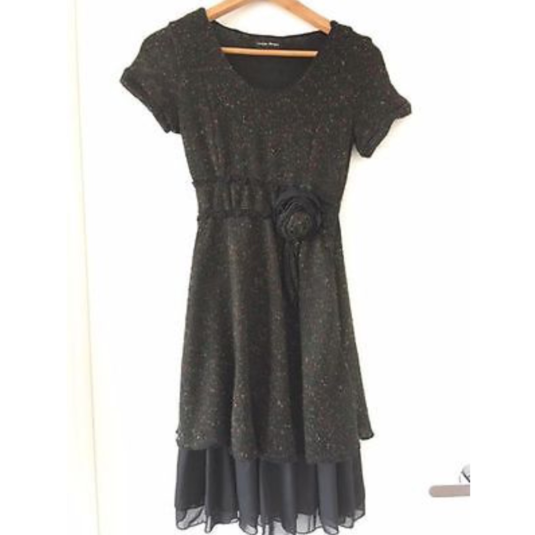 SIZE 8-10 BLACK AND MULTICOLOUR STITCHING KNITTED WINTER DRESS WITH ROSE DETAIL