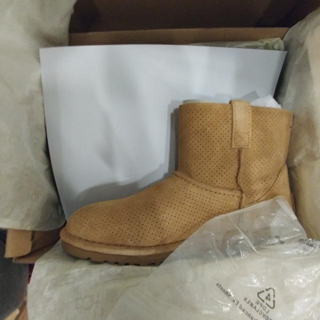 PRICE DROP Womens UGGS CLASSIS UNLINED MINI