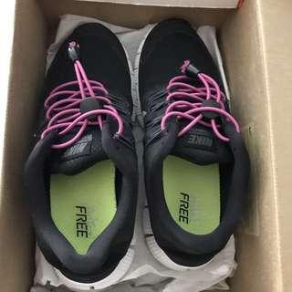 Women's Nike Free Run Size 6
