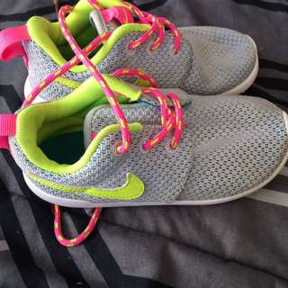 Girls Roshes Size 8c
