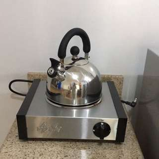 ELECTRIC STOVE, COMES WITH KETTLE